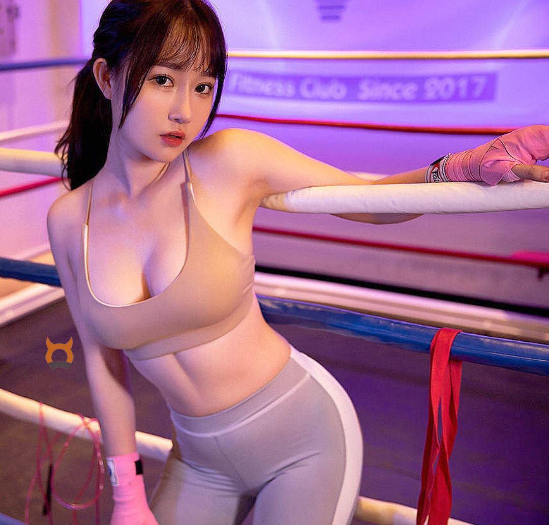 운동하는 여자 섹시한 레깅스 탑 슴가 나이따