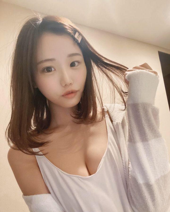 귀여운 여자의 섹시한 슴가골 대박짤