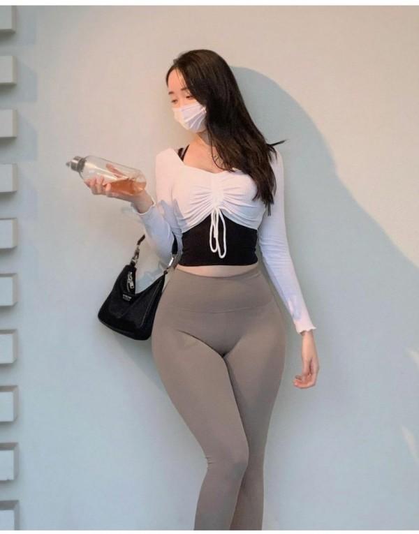 어깨보다 골반이 더 큰 섹시 미녀